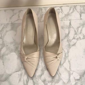 Misope cream/ off white small heel